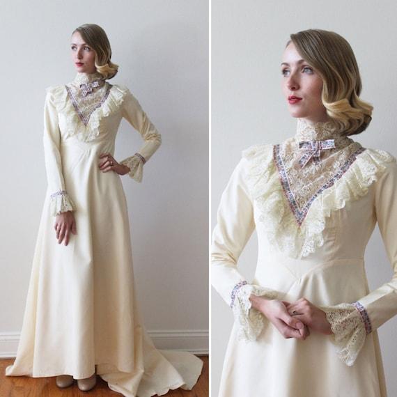 Vintage 1970s Long Sleeved Taffeta Wedding Dress w