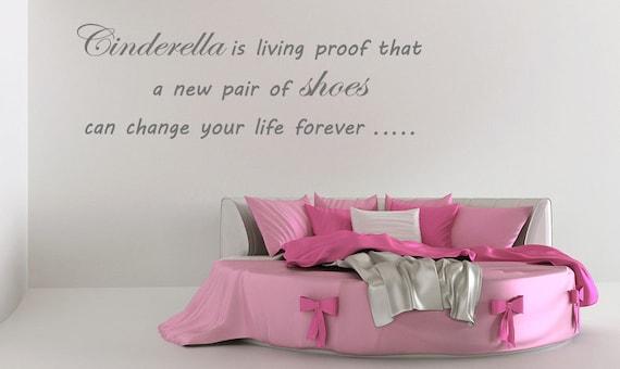 Etiqueta de la pared citar Cenicienta nuevo par de zapatos  9d58f962baff
