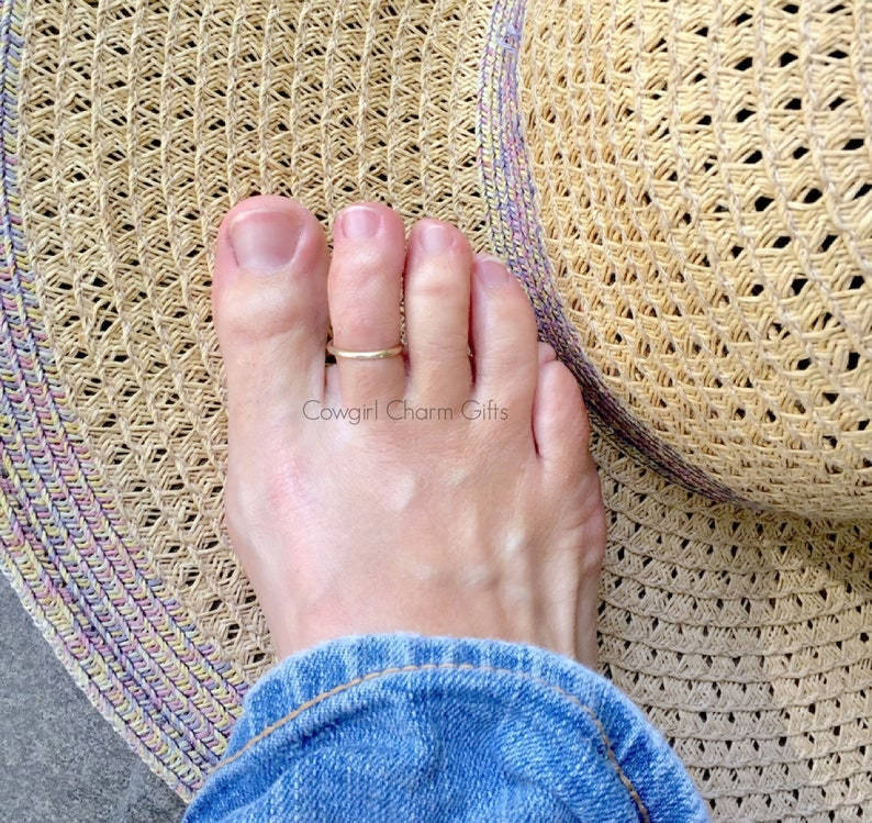 Solid 14K gold toe ring 14k gold toe ring toe rings rings image 0