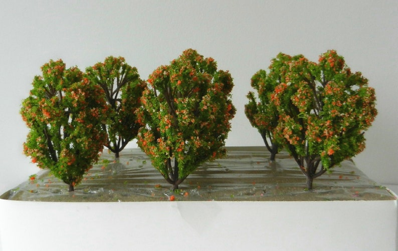 6 x YELLOW GREEN MODEL TREES 8 cm SCENERY FOR MODEL RAILWAY HO SCALE /& WAR GAMES