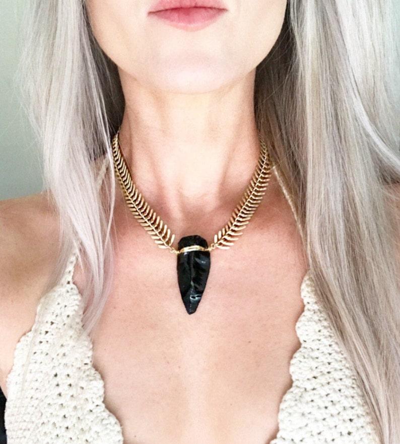 3ce3bad53 Pointe de flèche collier obsidienne, RAS de cou or Statement, flèche noire  collier, pendentif tête de flèche, pointe de flèche en collier en ...
