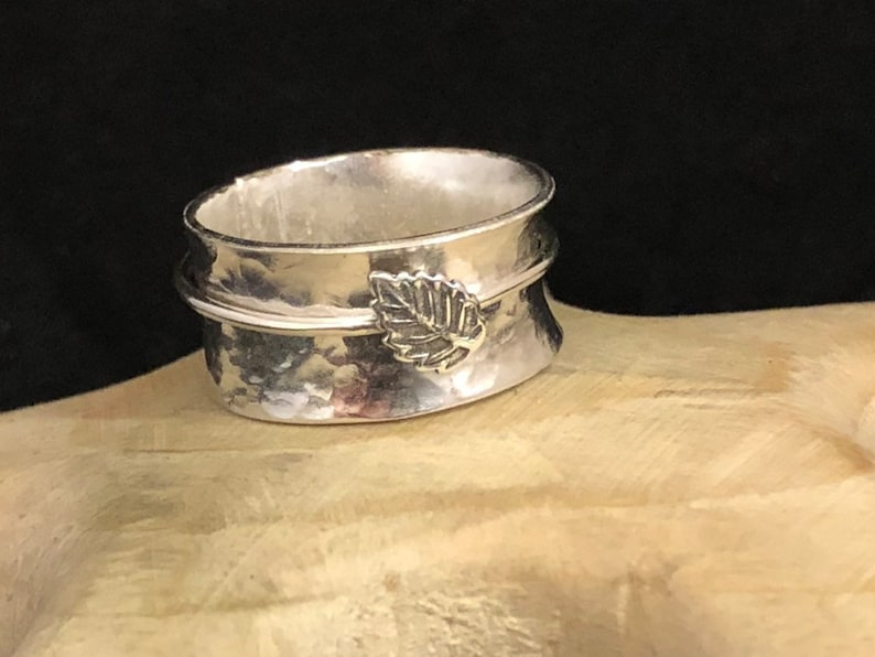 Leaf silver spinning ring size N