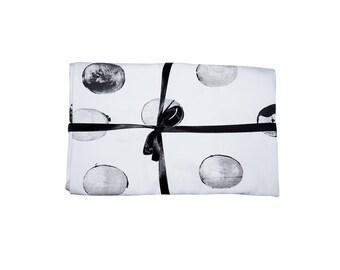 Tischdecke, schwarz und weiß, von Hand gedruckt Formen Muster, Minimal, Geschenkideen, skandinavisches design, für Paare