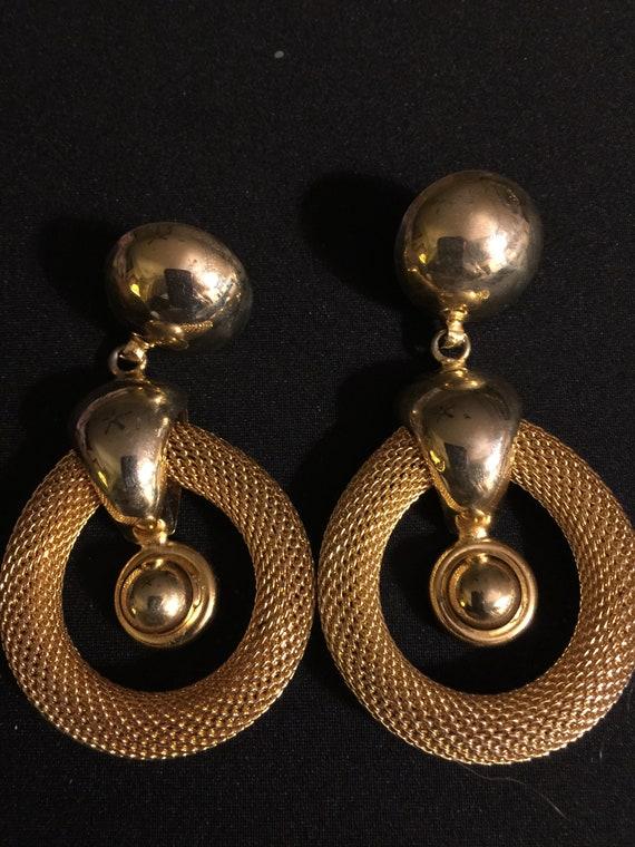 Lg Vintage Goldtone Runway Fashion Clip-on Earring