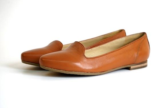 Aspele Womens Tan Leather Slip On Flat