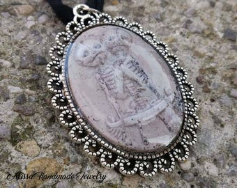Horror necklace, necklace with skeleton of two Siamese twins, cameo skeleton Siamese twins, Siamese twins, twin skeleton necklace