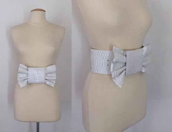 80's white bow belt  / leather belt / animal motif
