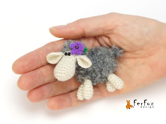 Easter Chick and bunny rabbit brooch KNITTING PATTERN badge