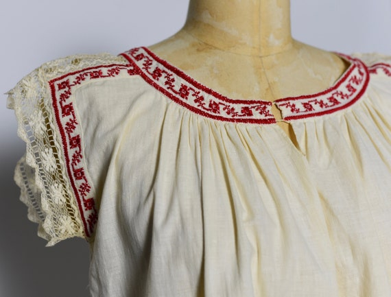 1930s Hungarian Hand Crocheted Blouse - image 7