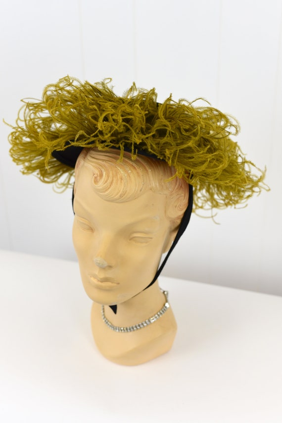 1940's Chartreuse Feathered Hat - image 2
