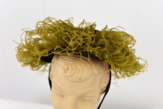 1940's Chartreuse Feathered Hat - image 3