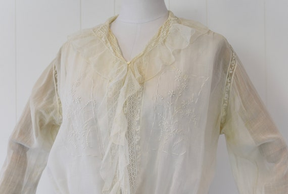 Antique 1900s White Voile Floral Embroidered Blou… - image 3