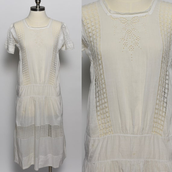 Early 1920s White Cotton Voile Embroidered Lawn Dr