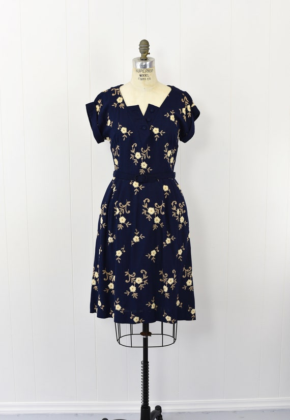 1940's Navy Floral Embroidered Dress - image 2