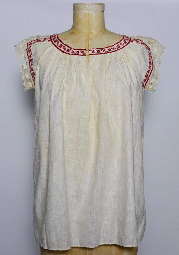1930s Hungarian Hand Crocheted Blouse - image 3