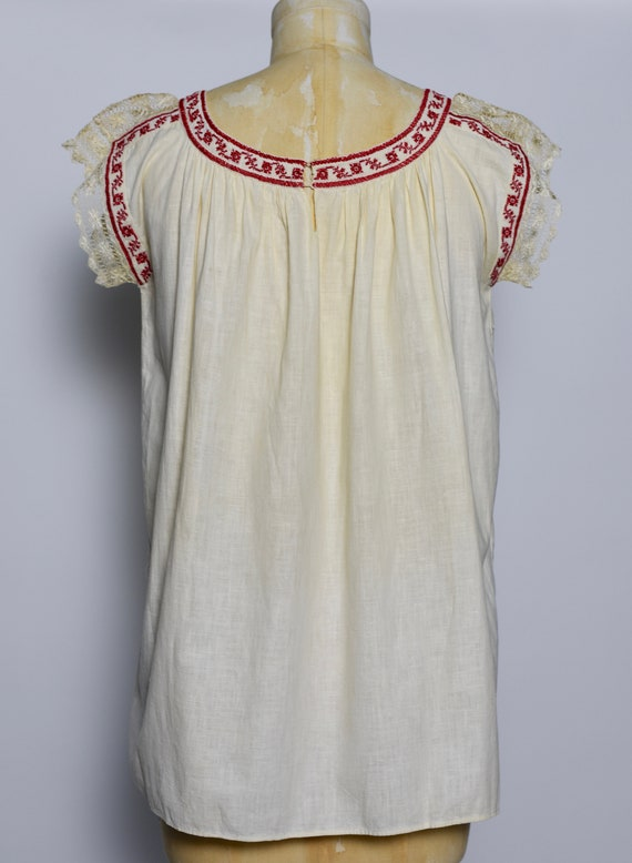 1930s Hungarian Hand Crocheted Blouse - image 4