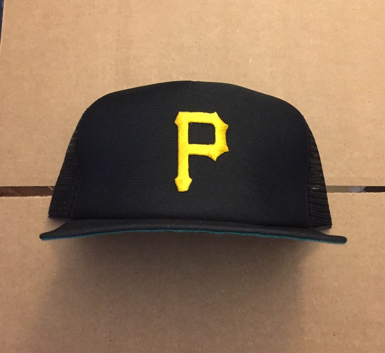 a5907643f36 Vintage deadstock pittsburgh pirates snapback trucker mesh hat
