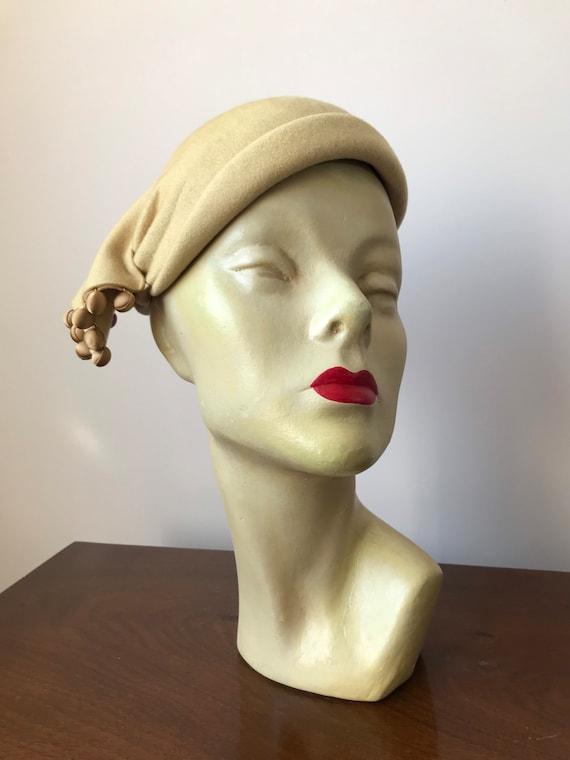 1950s pale gold felt skull cap hat