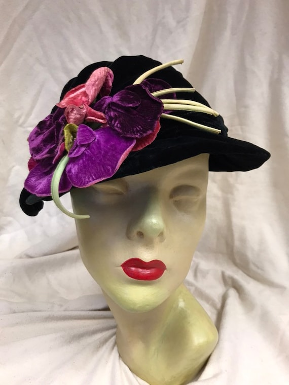 Early 1940s black velvet hat with purple velvet fl