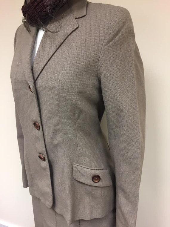 1940s pale brown suit size 10