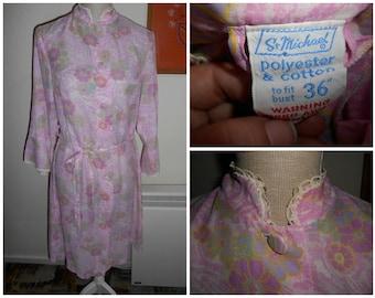 cf4b20db22 Vintage Retro 1970s Pink Flower Floral Pattern Cotton & Polyester Summer  Dressing Gown Robe By St Michael UK Size 12 14 (Boudoir Nightwear)