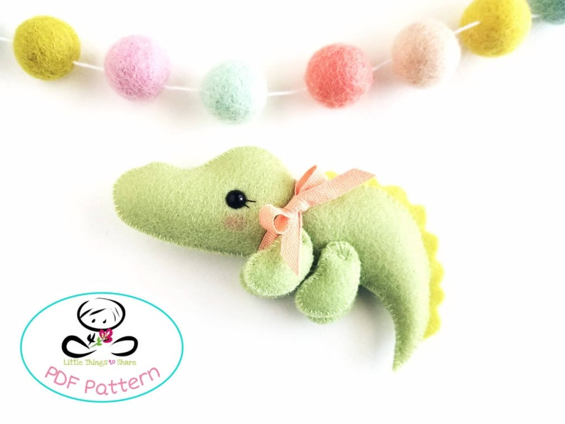 Baby Crocodile PDF sewing pattern-DIY-wombat toy image 0