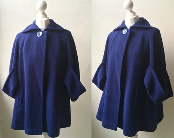 Vintage late 1940s 1950s 'Jays, Boston and Wellesley' dark royal blue bouclé wool swing cape jacket w/ wing collar, pockets & cape sleeves