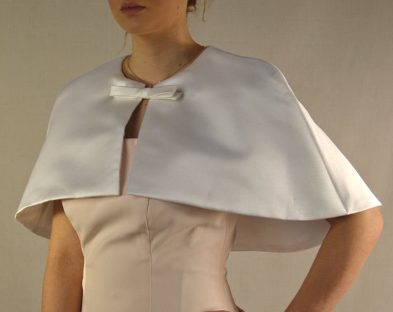 Elegant short Cape Capelet in matt satin