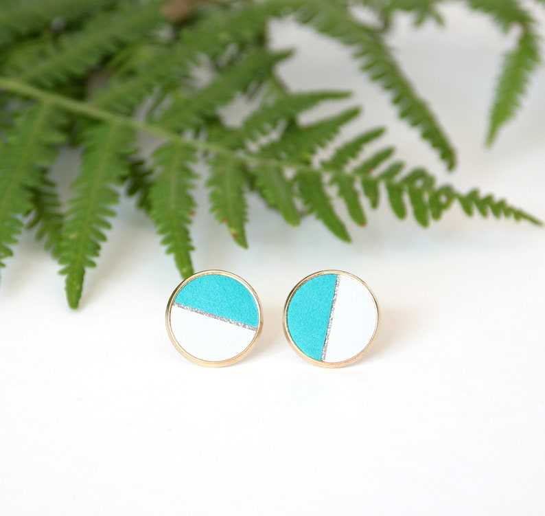 PUCES D'OREILLES GINNY turquoise leather disc and smooth image 0