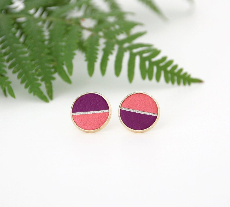 PUCES D'OREILLES GINNY disc of iridescent coral leather image 0