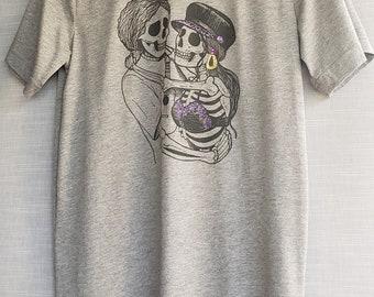 Amor Prohibido Gray Unisex T-shirt. Day of the Dead Forbidden Love T-shirt. Sugar Skulls T-shirt.
