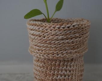 100% Cotton Knitted Planter - White Onion Dye