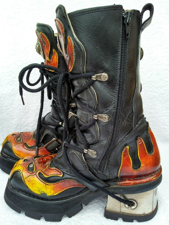 New Rock blazing flames boots