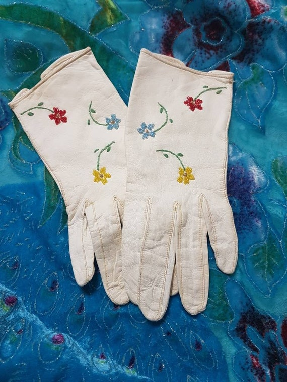 Leather gloves with flowers, Vintage white leather