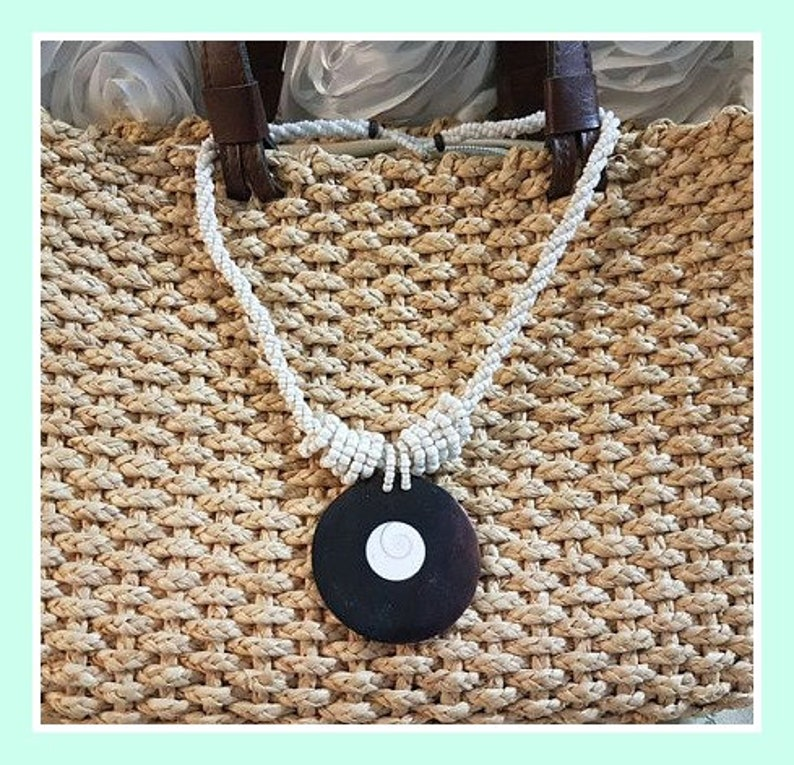 Shell jewelry Summer jewelry Round Pendant Necklace Statement Necklace Mother of Pearl Abalone Mother of pearl necklace