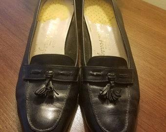 e8882d7d8ef Salvatore Ferragamo Boutique Vintage tassel black leather low heels pumps  sz 6