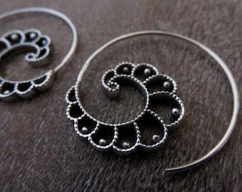"spiral hoops ""Yatri"" silver"