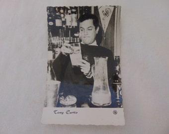 Vintage moviestar postcard of Tony Curtis