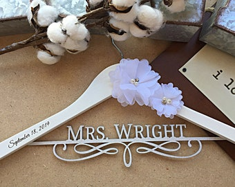 Personalized Wedding hanger, Bridal hanger, custom hanger, bride gift, Bridesmaid hanger, wedding hanger, engraved hanger, flowers