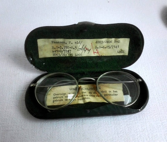 37959f44b6c Vintage Eyeglasses and Metal Case Prescription GlassesMetal