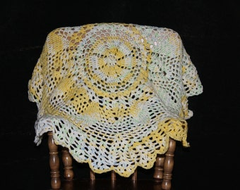 Circular yellow and white table top or baby afghan