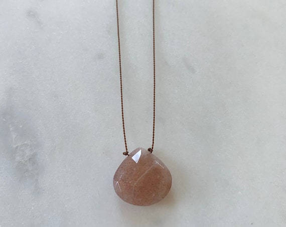 Peach MOONSTONE GEM Drop Healing NECKLACE on Nylon Cord// Layering Necklace/ Healing Necklace// June Birthstone Jewelry/ Rainbow Moonstone