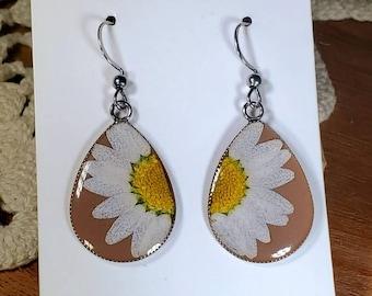 Daisy Earrings/ Real Pressed Flower/ Wildflower Earrings/ Cute Earrings/ Boho Earring/ Bohemian Earring/ Flower Child/ 70s Earrings