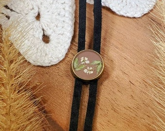 Pressed Flower Necklace/ Bolo Necklace/ Western Necklace/ Nature/ Bolo tie/ Boho / Wildflower Necklace/ Queen Annes Lace/ Lariet
