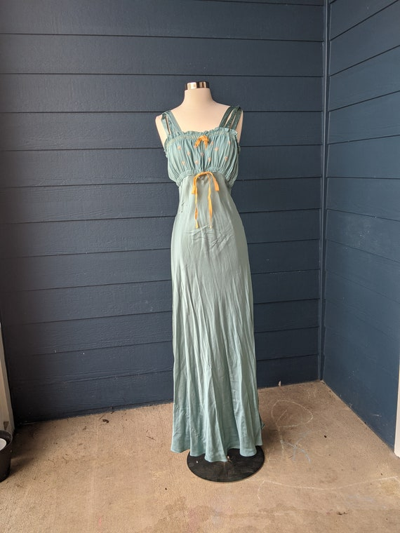 Vintage 1930s/40s Embroidered Silk Nightgown