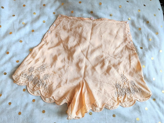 Vintage 1930s/40s Scalloped Tap Pants