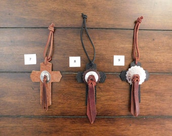 Medium saddle Cross, various leathers, various styles and colors, slot or decorative conchos