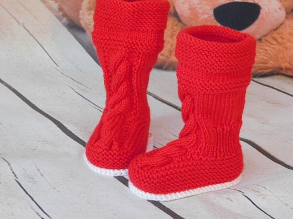 Chaussons bébé, chaussons bébé au Crochet, bottes ugg bébé en Crochet, chaussons Ugg, shower de bébé, cadeau de shower de bébé, chaussures bébé fait à
