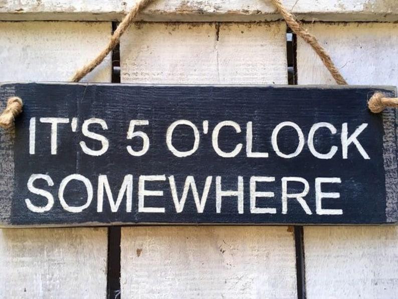 Küche-Zeichen. Es ist 05:00 irgendwo lustige Küchen-Zeichen. | Etsy