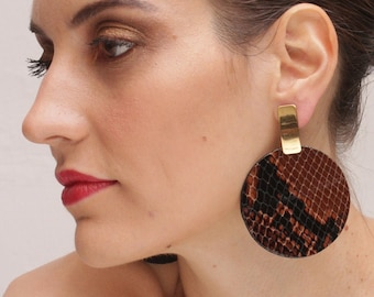 Large disc earrings for summer outfits